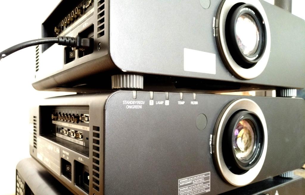 Professionelle Videobeamer im Verleih bei beamermieten.at in Wien. 6.000 ANSI Lumen und HD-Auflösung für klare, detailreiche Bilder.